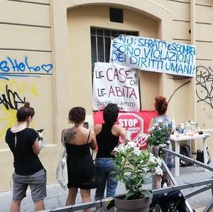 Presidio anti-sfratto a Roma in via dei Sabelli no. 19, quartiere San Lorenzo, l'8 luglio 2021.