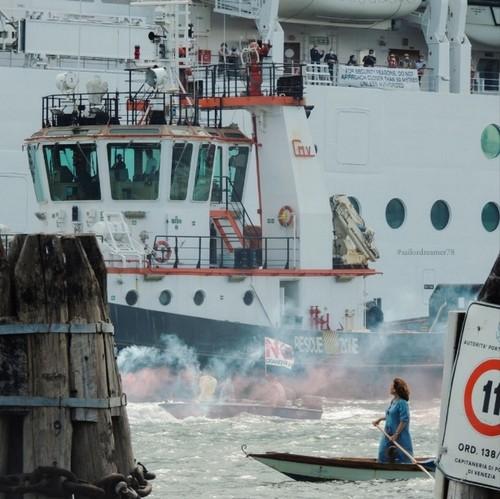 L'attivista Jane da Mosto, manifestazione contro le grandi navi