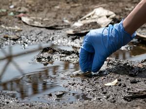 La contaminazione dei terreni e della falda richiede interventi di messa in sicurezza e di bonifica