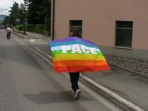 Avviso importante: 10 ottobre chi può partecipi alla marcia per la pace Perugia-Assisi. A sessant'anni dalla prima marcia, rivivono le idee di Aldo Capitini. Ognuno porti la bandiera della pace!