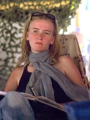 Rachel Corrie, 23 anni, uccisa da un bulldozer israeliano il 16 marzo.  Stava opponendosi alla demolizione di case palestinesi.