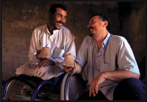 Enzo Baldoni con Mohamed