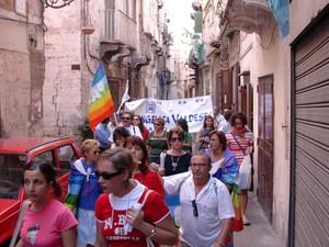 Anche la Chiesa Valdese di Taranto in marcia per la liberazione di Simona Pari, Simona Torretta e delle altre persone rapite in Iraq.