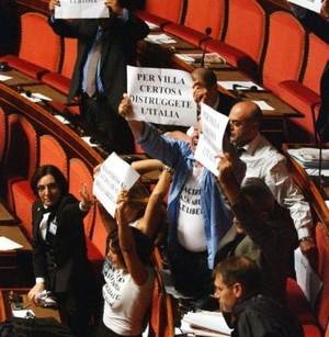 contestazione in Senato