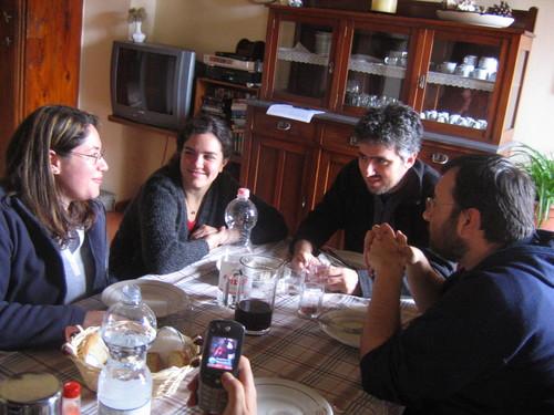 Allegra tavolata con Chiara Panzera, Maria Chiara Prodi, Francesco Iannuzzelli e Loris D'Emilio