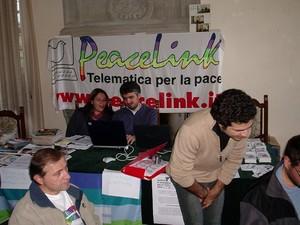 Ancora una fase dei lavori: Enrico Marcandalli, Marco Trotta (in piedi); sullo sfondo Chiara Panzera e Francesco Iannuzzelli.