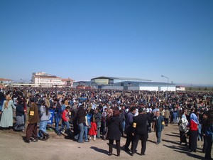 L'area recintata dove si svolge il Newroz comincia a popolarsi