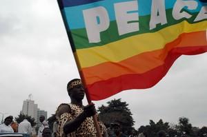 La bandiera arcobaleno è giunta anche in Africa, grazie all'impegno di Africa Peace Point nella marcia per la pace di Nairobi del 18 settembre 2004