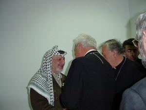 Ramallah, maggio 2002 - Incontro tra Arafat e una delegazione di Pax Christi.
