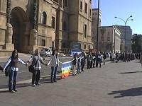 In piazza a Taranto contro la guerra: catena umana nella Rotonda del Lungomare