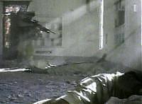«Questo bastardo respira ancora». Marine spara a bruciapelo sul ferito