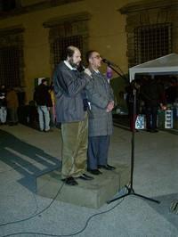 """Il dott. Riyadh Al-Adhadh, alla sua destra Angelo Gandolfi dei """"Berretti Bianchi"""" che fa da interprete."""