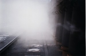 Foto 12 - Cokeria. Qui il fumo del centro siderurgico è tale da impedire la visuale. Quando si sono potuti analizzare questi fumi se ne è appurata l'alta tossicità. La perizia effettuata a Taranto per