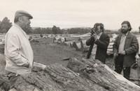 Neruda, Arevalo e l'operatore della televisione cilena durante le riprese dei documentari in Cile.