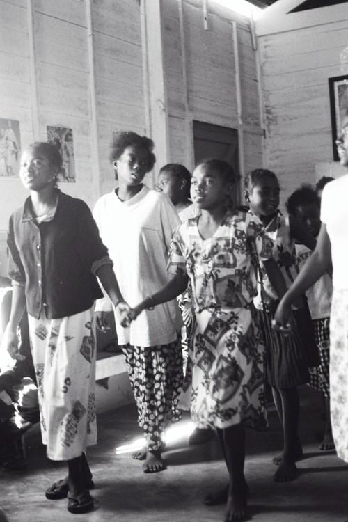 Balli e canti durante la S.Messa.