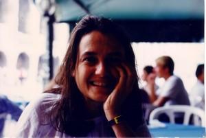 """""""Noi non vogliamo lasciare marcire la vita che germoglia in noi. Noi lottiamo per la Vita, la Giustizia, la Pace e la Felicità di tutti"""". Chiara Castellani (foto del 1997)"""