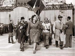 Sfilata delle formazioni partigiane in piazza San Marco a Venezia nel 1945.
