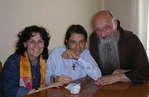Ecco Chiara Castellani con due amici: sono Padre Attilio francescano di Conegliano Veneto e Maria Luisa Fidone di Sottomarina di Chioggia.