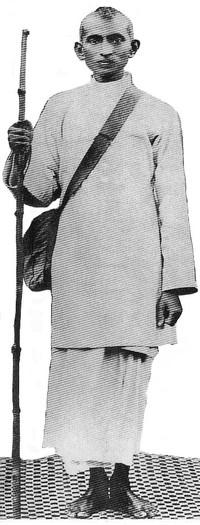 Foto di Gandhi giovane in vestiti poveri