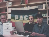 La conferenza stampa del 16 giugno 2005 a Taranto. Da sinistra Giovanni Matichecchia, Alessandro Marescotti e Marinella Marescotti