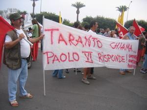 Lo striscione del quartiere Paolo VI dove è molto attivo un Comitato di Quartiere impegnato sul terreno della marginalità sociale