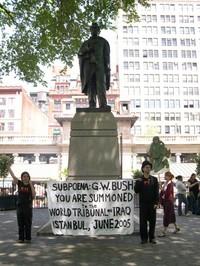 17 maggio 2005 - Ad Union Square, WTI, attivisti invitano Bush ad Instanbul