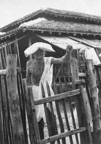 Foto con Gandhi nell'ashram di Wardha
