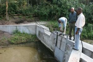 La diga sul fiume Nzasi.