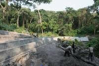 Lavori in corso presso la diga sul fiume Nzasi