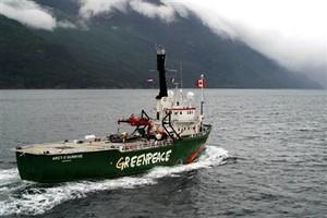 la rompighiccio di Greenpeace
