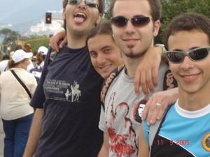 Un gruppo di ragazzi tarantini alla Perugia-Assisi