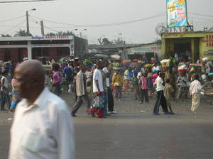 Kinshasa per strada (foto di Fabiana D'Ascenzo - 11/08/05)