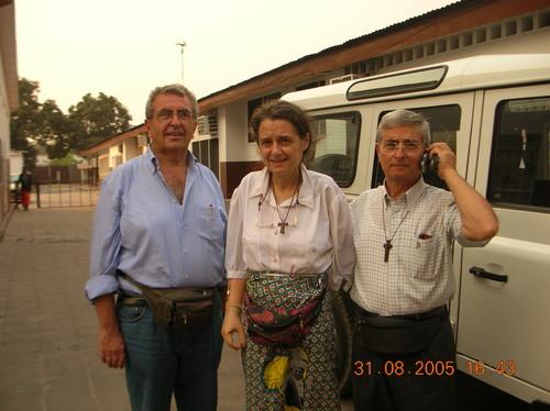 A - I Magnifici tre: io, Chiara e Paolo Moro in Procura a Kinshasa