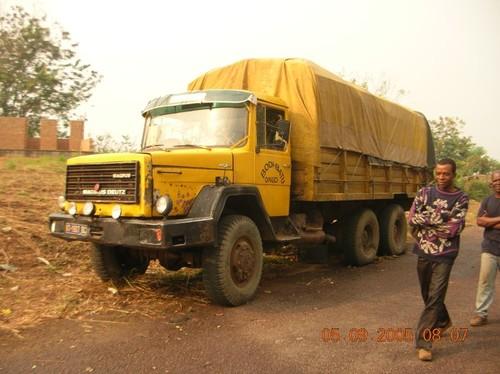 1° camion partito per Kimbau i primi di agosto e fermo a 10 kM dopo Kenge. Doveva portare cemento e carburanti