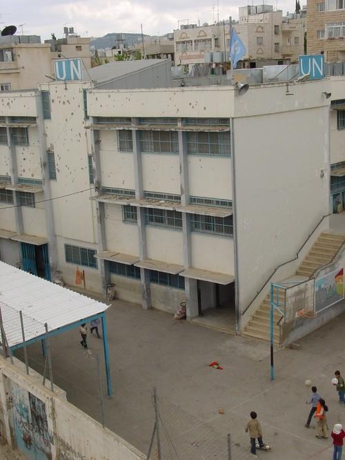 Betlemme: campo profughi di Aida, la scuola delle Nazioni Unite crivellata di colpi sparati dai cecchini israeliani