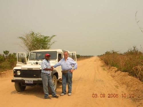 Altra strada o pista da Kinshasa a Kenge. Breve relax mio e d'Abbè Cyrill