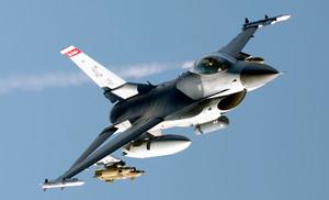 Il cacciabombardiere F-16
