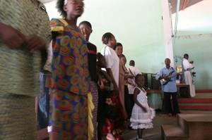 Messa a Kenge: musica e danza fanno parte del rito