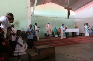 Messa a Kenge: l'accompagnamento musicale è molto sentito