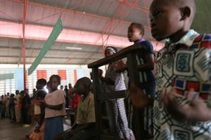 Messa a Kenge: i canti accompagnano sempre le messe in Africa.