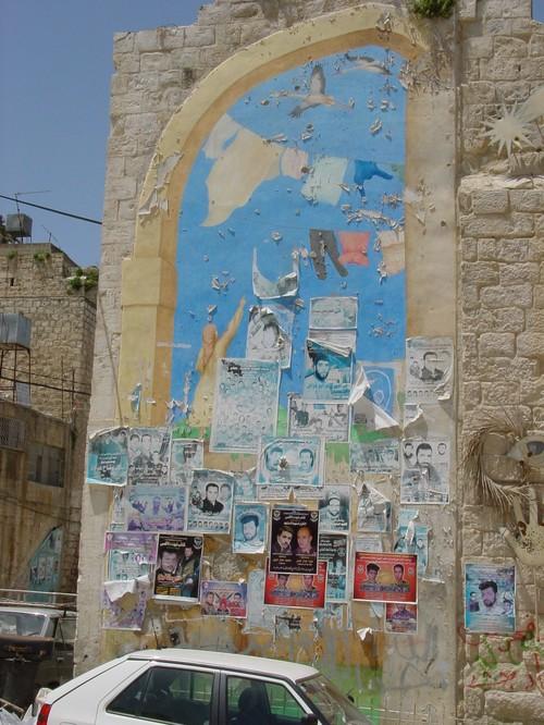 Nablus: manifesti dei martiri e murales di libertà