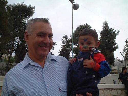 Papa' con bambino palestinese