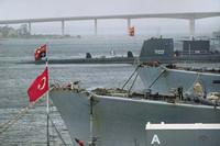 La base della Marina Militare in Mar Piccolo. Nella foto si vede in primo piano una nave turca e sullo sfondo un sottomarino