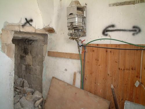 Nablus: i soldati israeliani passavano da una casa all'altra facendo saltare i muri con delle cariche di esplosivo, e lasciando dei segni sui muri per potersi muovere velocemente senza dover uscire al