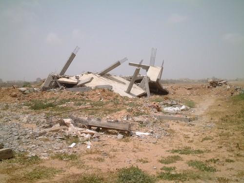 Rafah, il posto dove e' stata uccisa Rachel. In lontananza, un carro armato israeliano.