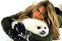L' invettiva e le lacrime di B.B. In Canada per salvare le foche
