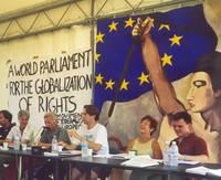 Samuele Pii al Genoa Social Forum (il terzo da destra)