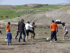 Si gioca la partita di calcio Italia-Kurdistan...