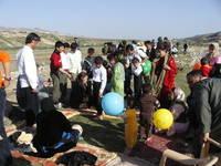 Nel giorno del Newroz, a migliaia, ci si riversa nelle campagne a festeggiare.