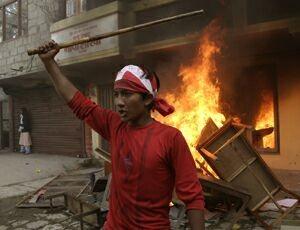 Un dimostrante durante gli scontri di Kalanki.